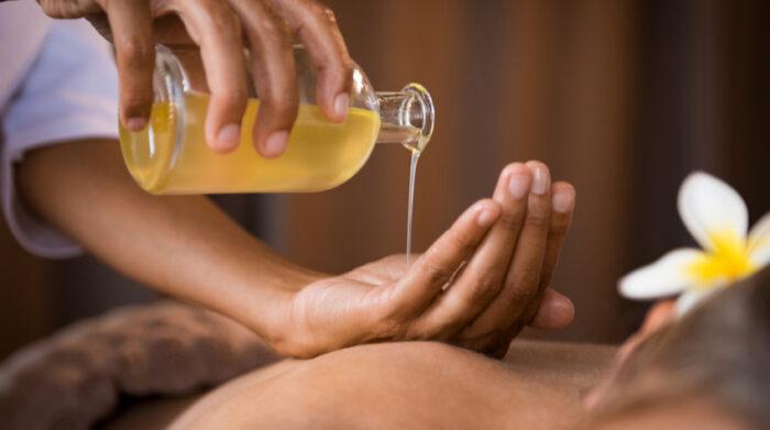 Öl ist beim Ayurveda Heilfasten zur Entspannung des Körpers nötig. © Shutterstock, Rido