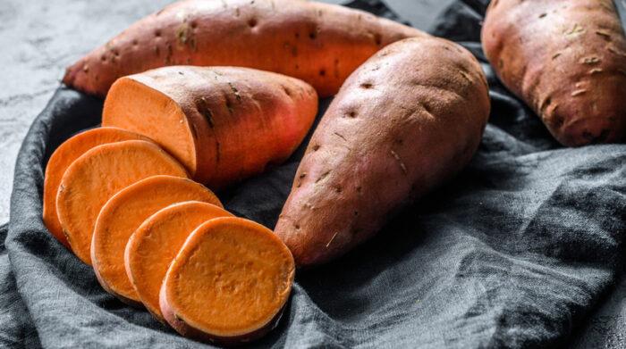 Aus der Süßkartoffel lassen sich viele verschiedene gesunde Gerichte kochen. © Shutterstock, Mironov Vladimir