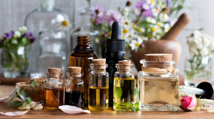 Ayurvedische Öle haben in der Geschichte der ayurvedischen Behandlung eine lange Tradition.© Shutterstock, Madeleine Steinbach