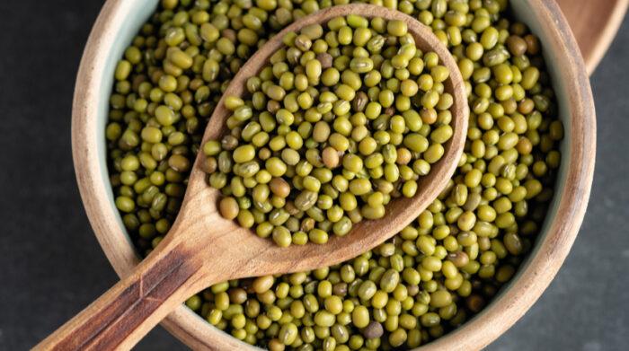 Mungobohnen eignen sich hervorragend für ayurvedische Rezepte. © Shutterstock, Yushchuk Myroslava