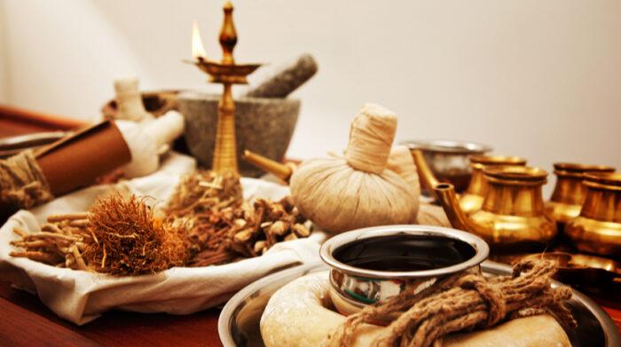 Ayurvedische Massagen sind immer auf die aktuelle Dosha-Konstitution abgestimmt. © Shutterstock, melhijad