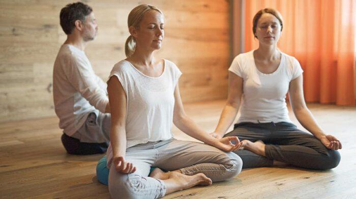 Yoga gehört zum ayurvedischen Heilfasten dazu, und das aus gutem Grund. © Bayer. Staatsbad Bad Kissingen GmbH_Foto Heji Shin